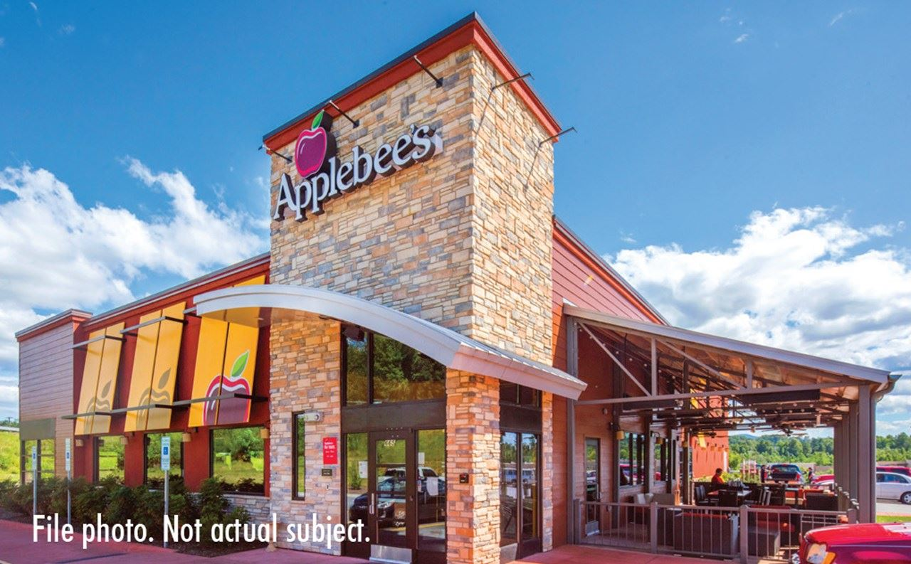 Applebee's_Kinston File Photo.jpg